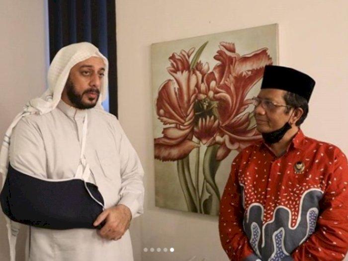 Dijenguk Mahfud MD, Syekh Ali Jaber Titip Pesan untuk Presiden Jokowi