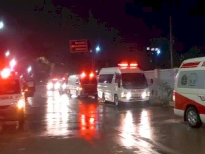 Viral Video Ambulans Bawa Pasien Covid-19 Antre Masuk Wisma Atlet, Covid-19 Ngamuk!