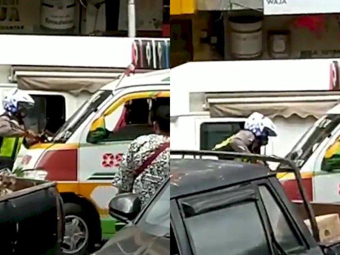 Detik-detik Sopir Angkot di Siantar Tabrak Polisi Sampai Nyangkut di Bumper, Warga Panik