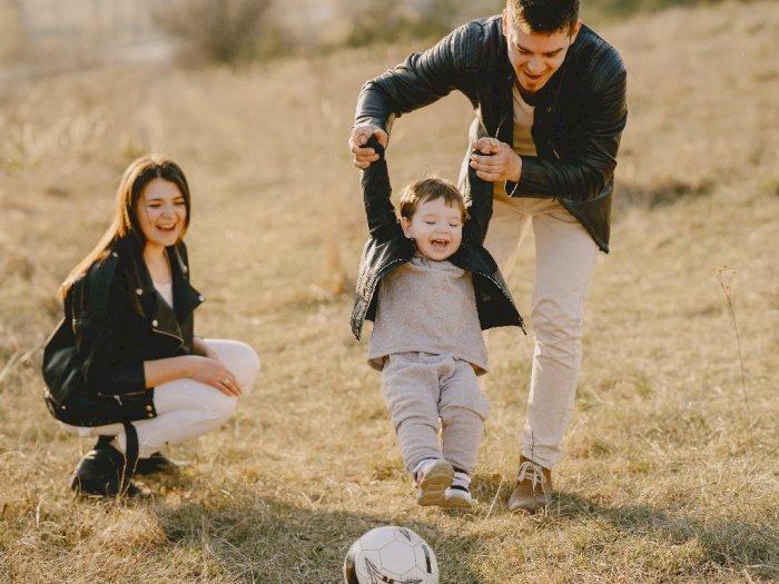4 Aturan Mengasuh Anak Zaman Dulu yang Masih Digunakan Sampai Sekarang