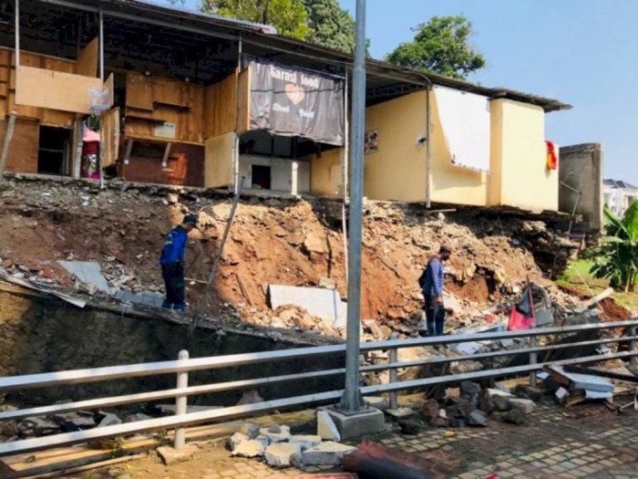 Longsor di Jakarta Selatan Merusak 5 Warung Makan