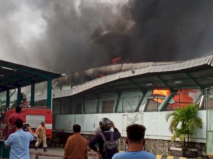 Api Membakar Gudang Makanan sebelum Pekerja Masuk Kerja