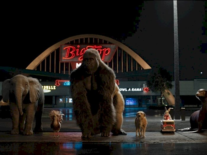"Sinopsis ""The One and Only Ivan (2020)"" -  Persahabatan Gorilla dan Para Hewan Sirkus"