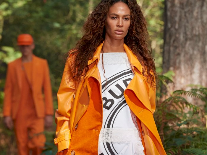 FOTO: Koleksi Burberry Spring/Summer 2021 pada London Fashion Week