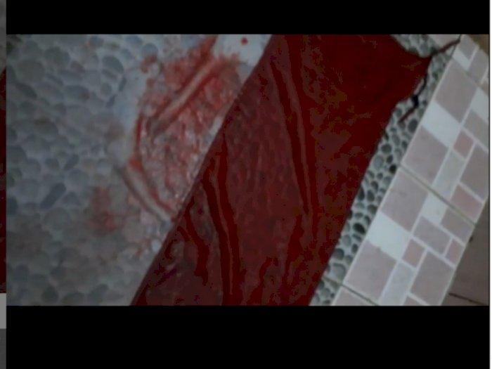 Astaga, Bendera Merah Putih Disiram Darah dari Pembalut Wanita