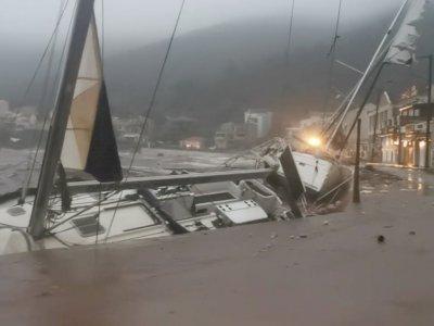 FOTO: Badai Medicane Lanos Menyerang Yunani Barat