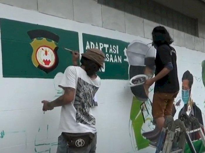 Sejumlah Pemuda Kota Medan Warnai Jalan Kereta Api Medan