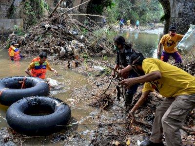 FOTO: Aksi Cleanup di Aceh dan Jawa Barat