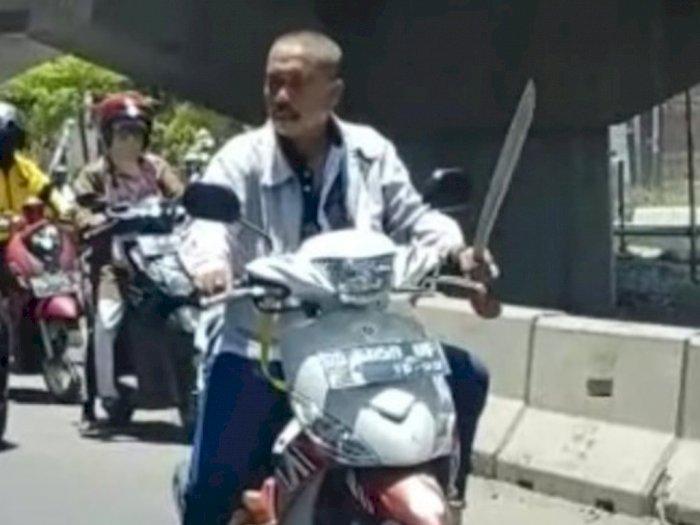 Apes! Pria Ditangkap Polisi usai Berkendara Sambil Bawa Parang, Ternyata Begini Ceritanya