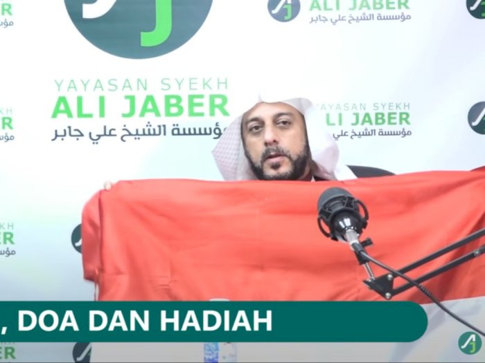 Syekh Ali Jaber Beri Bendera Sebagai Hadiah Buat Penikamnya, 'Merah Cinta, Putih Damai'