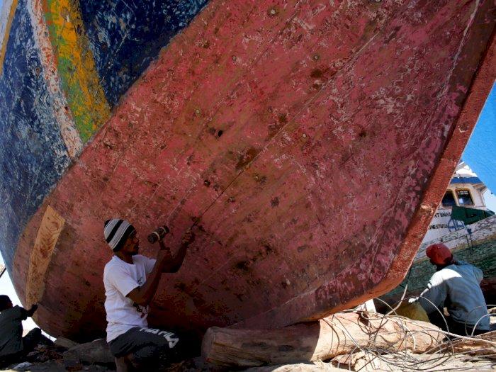 FOTO: Jasa Perbaikan Kapal Nelayan di Takalar