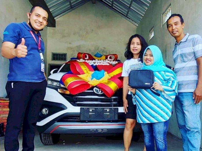 Kerap Dibully, Kini Kekeyi Pamer Mobil Baru untuk Hadiah Ulang Tahun Ibunda Tercinta