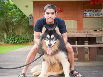 Al Ghazali Dinyinyiri Usai Unggah Foto Pegang Anjing, Netizen Bahas Soal Najis dan Haram