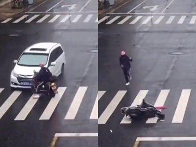 Nyaris Tewas Saat Kecelakaan, Pria ini Malah Lebih Pentingkan Kaos Kakinya Agak Tak Kotor