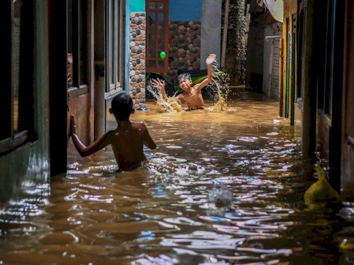 FOTO: Hujan Deras Selama 3 Jam Merendam Jakarta