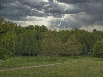 Musim Hujan Tiba, Hati-hati dengan 5 Jenis Petir Paling Berbahaya!