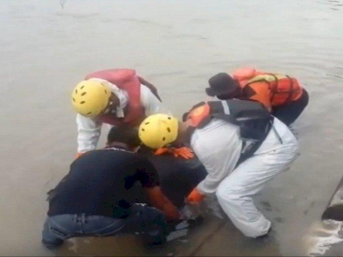 Hilang Sejak Minggu, Korban Tenggelam di Asahan Tersangkut di Batang Kayu