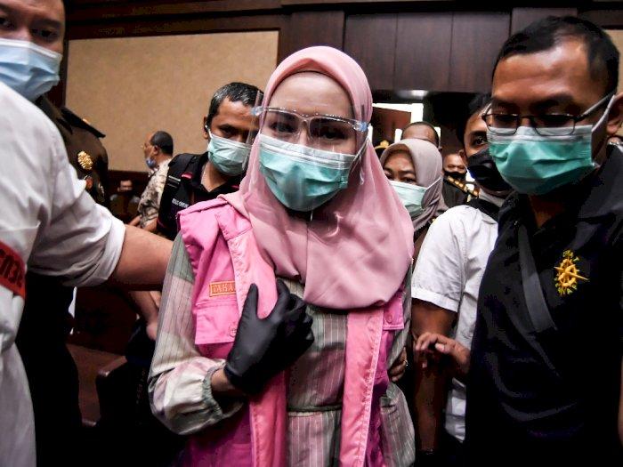 Jaksa Pinangki Tampil dengan Gamis dan Kerudung Merah Muda saat Hadiri Sidang Perdana