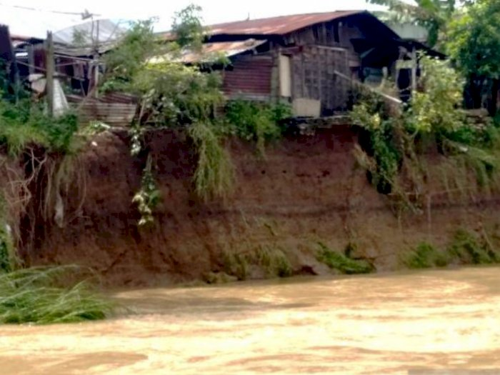 Curah Hujan Tinggi, Air Hanyutkan Kamar Mandi di Tapsel