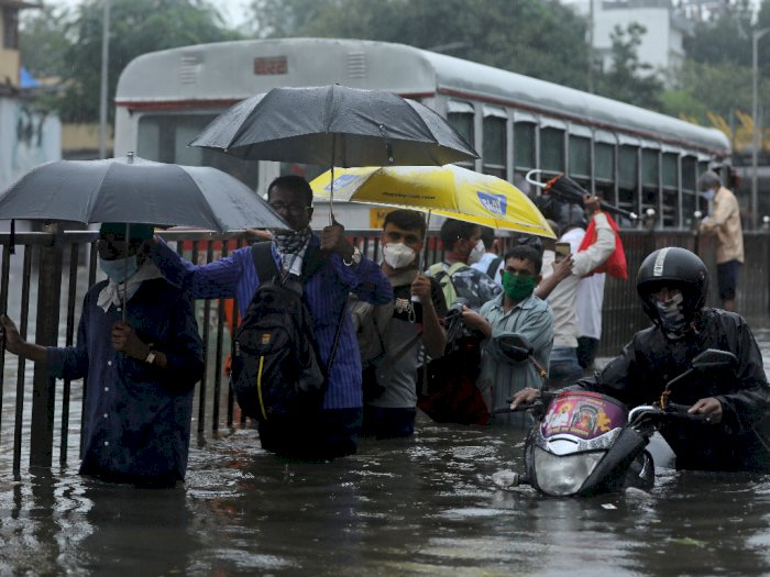 FOTO: Hujan Deras Menyebabkan Banjir di Mumbai