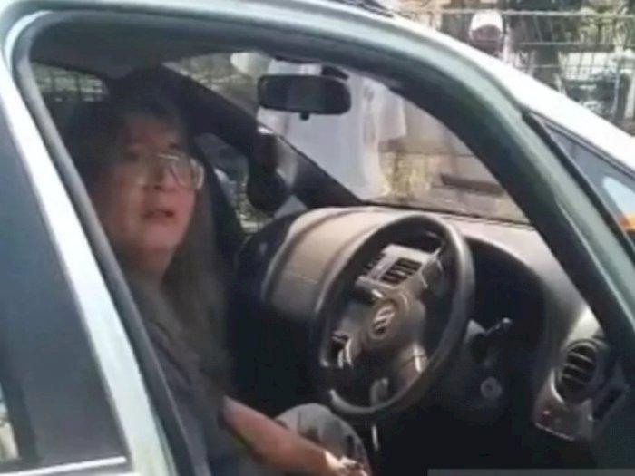 Astaga, Pria Paruh Baya Justru Marah usai Tabrak Pengawas PSBB, 'Tembak Saja Saya'