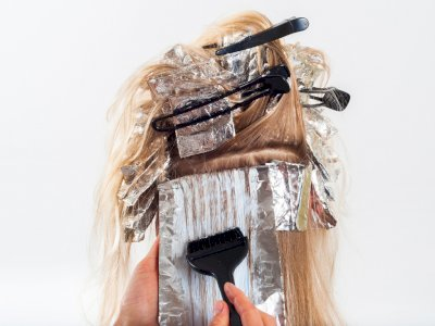Begini Saran Penata Rambut Profesional saat Kamu Ingin Mewarnai Rambut di Rumah
