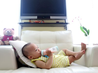 Ini Waktu yang Tepat untuk Memperkenalkan Susu Sapi Pada Bayi