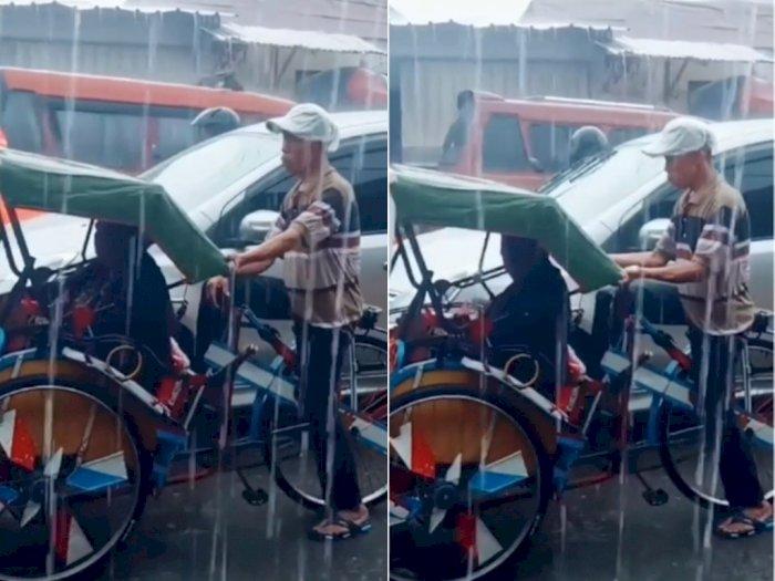 Sedih! Meski Sedang Hujan Deras Bapak ini Tetap Narik Becak, Netizen Jadi Kangen Orang Tua