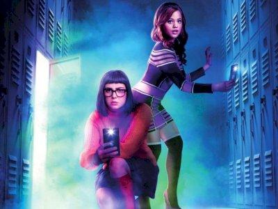 "Sinopsis ""Daphne & Velma  (2018)"" - Life Action Dua Tokoh 'Scooby Doo' Memecahkan Misteri"