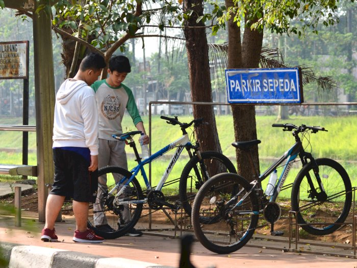 Sekadar Bersepeda Santai, Apa Perlu Memakai Helm? Ini Penjelasannya!