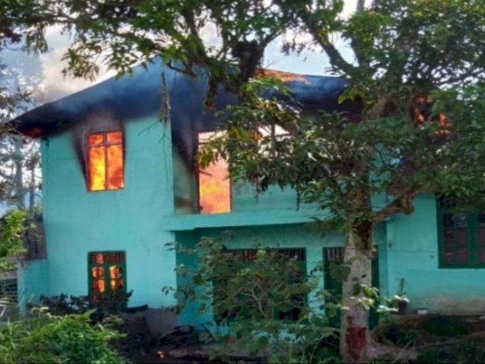 Sebuah Rumah Bertingkat di Sipirok Terbakar, Beruntung Perabotan Masih Sempat Diselamatkan