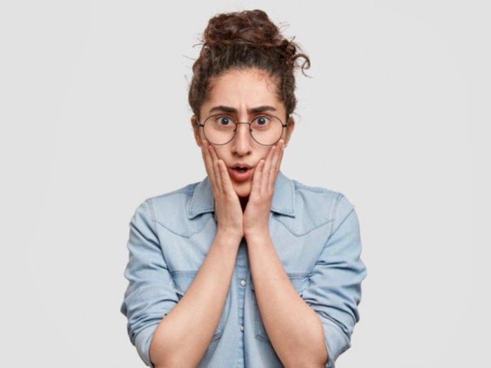 Kacamata Bisa Jadi Penyebab Timbulnya Jerawat, Benarkah?