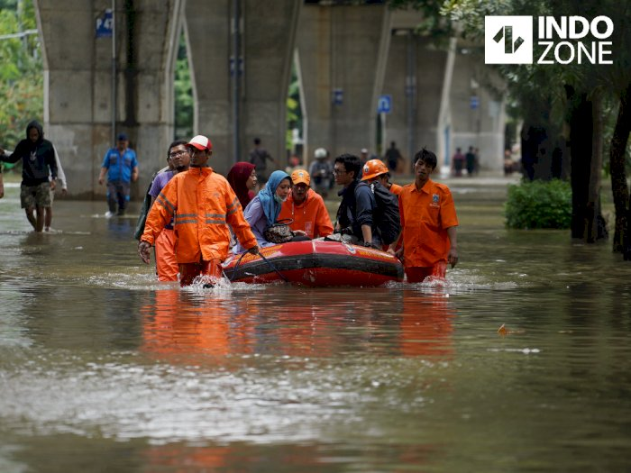 Dinas SDA DKI Jakarta Kerahkan 8 Ribu Pasukan untuk Tangani Banjir