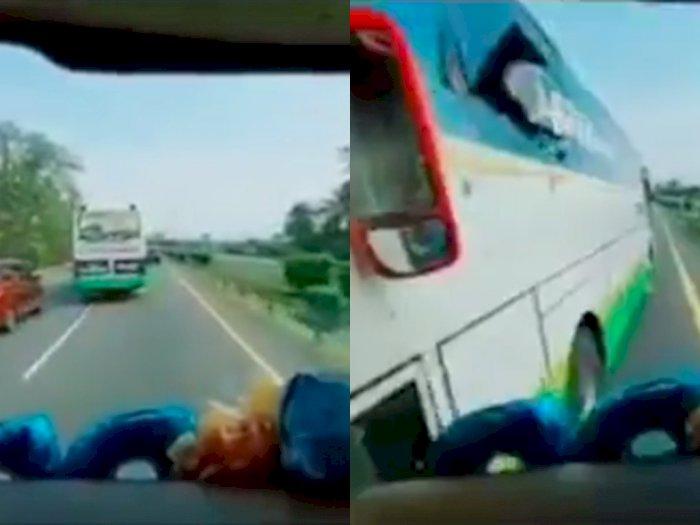 Ngeri! Detik-detik Dua Bus Saling Senggol karena Rebutan Jalan, Hingga Kaca Pecah