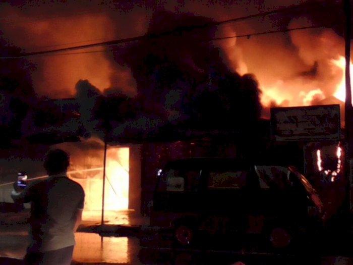 Aroma Gas Tercium Sebelum Api Habiskan Empat Kios di Jalan Mongonsidi Medan