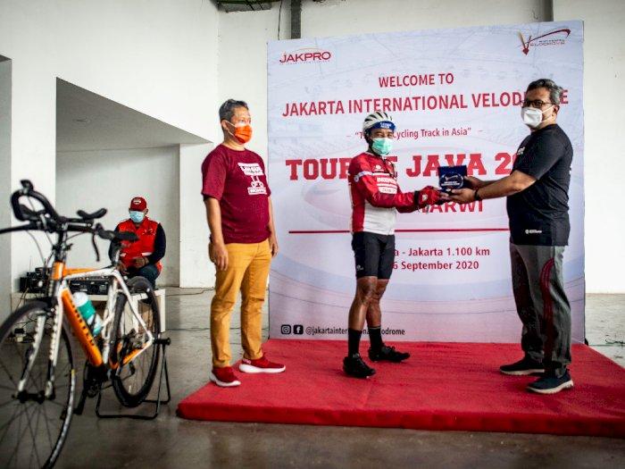 FOTO: Jakpro Dukung Perjalanan Mantan Atlet Sepeda Tarwi