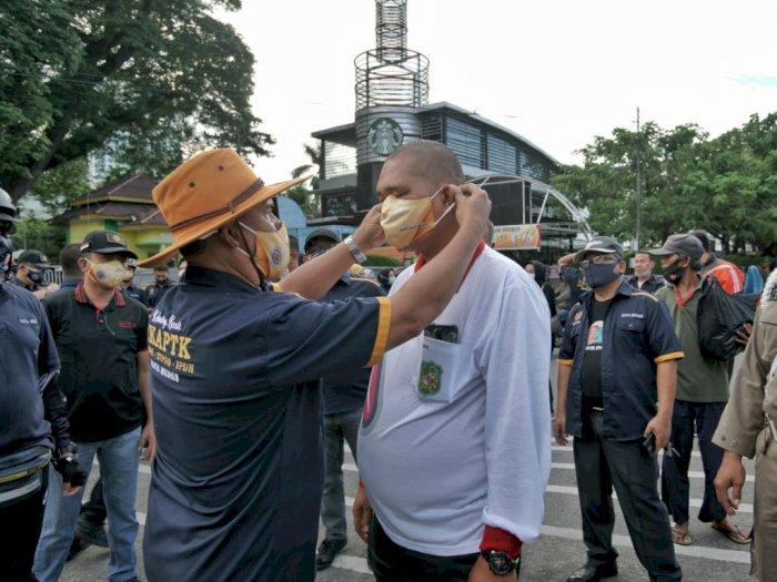 Cegah Corona, Ikatan Alumni Pamongpraja Medan Bagi Masker Gratis