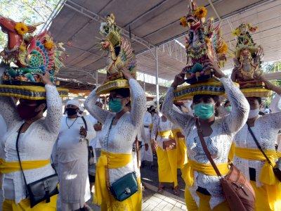 FOTO: Ritual Jelang Hari Raya Kuningan