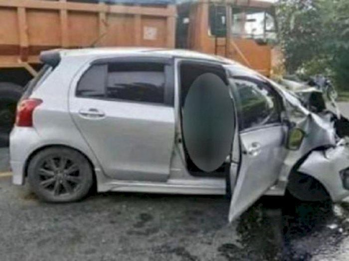 Yaris Tabrakan dengan Truk Hino di Batubara, Seorang Polisi Tewas