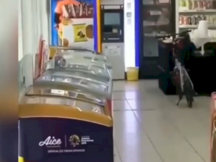 Viral Sepeda Mahal Diparkir di Dalam Minimarket, Tak Ada Petugas yang Berani Menegur