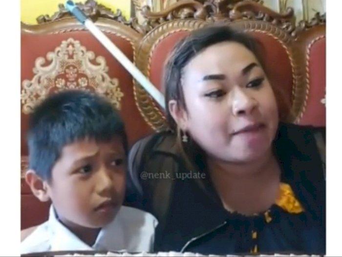 Viral Emak-emak Emosi Ajari Anaknya Belajar Online, Netizen Salfok ke Bibir Ibunya
