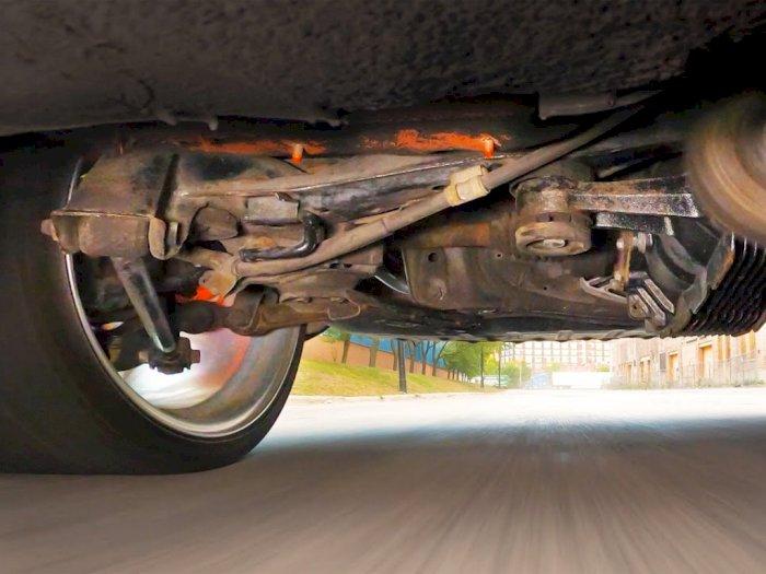 Melihat Seperti Apa Bagian Bawah Mobil Toyota Supra Saat Drifting