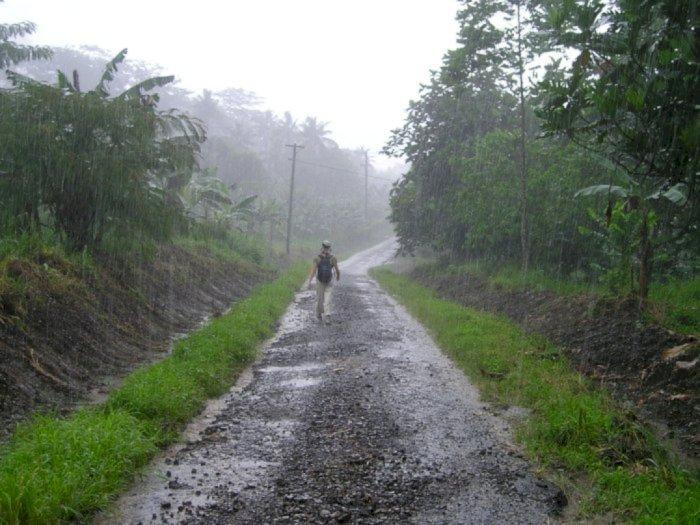 Warga Sumut Tetap Sediakan Payung, Puncak Musim Hujan Diprediksi November