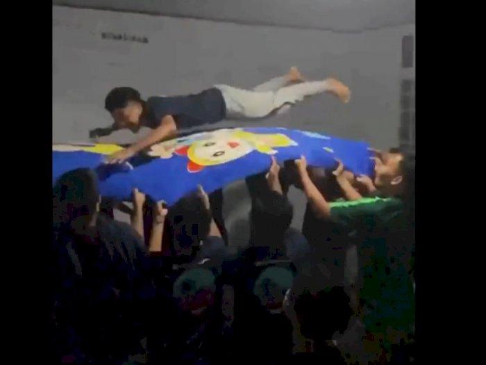 Viral Puluhan Santri Main Trampolin Pakai Selimut, Mendadak Terjadi Insiden Tak Terduga