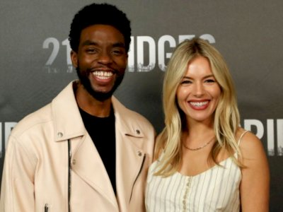 Chadwick Boseman Rela Pangkas Gaji Demi Tambah Upah Sienna Miller di Film 21 Bridges