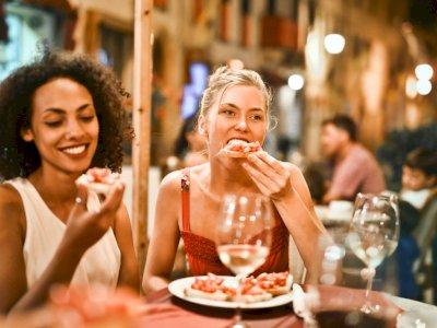 4 Bahaya saat Kamu Makan Terlalu Cepat