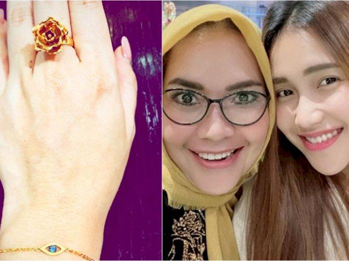 Ayu Ting Ting Pamer Foto Pakai Cincin Bunga, Komentar Sang Ibu Malah Dinyinyiri Netizen
