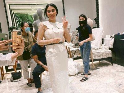 Unggah Foto Lagi Fitting Baju Pengantin, Naysilla Mirdad Didoakan Segera Menikah