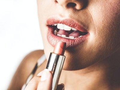 Rekomendasi Lipstik Warna Cokelat untuk Warna Kulit Kamu