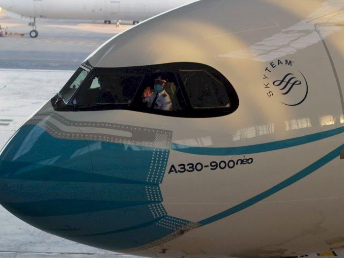 FOTO: Pesawat Garuda Menggunakan Masker
